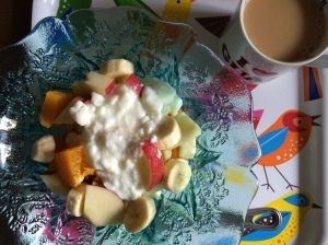 8:30 朝食1 バナナ、デコポン、りんご、ヨーグルト