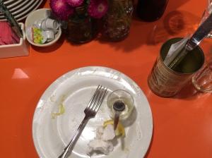 昼食 フムス、アボカドディップ、野菜サラダ、パン
