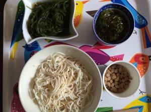 朝食2 とうふそうめん めかぶ なっとう 海草麺