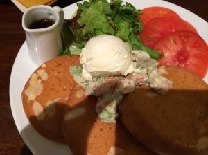 海老とアボカドのパンケーキ