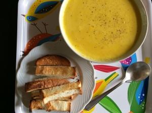 昼食 カボチャスープとトースト