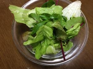 昼食のサラダ