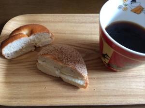 朝食2 ベーグル クリームチーズ