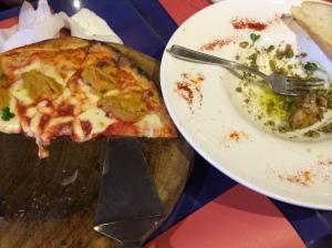 夕食 うにのピザ 蟹の香草ソースなど