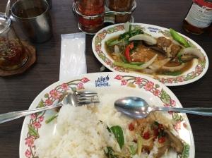 昼食 タイランチ 揚げ魚とセロリ炒め タイライス